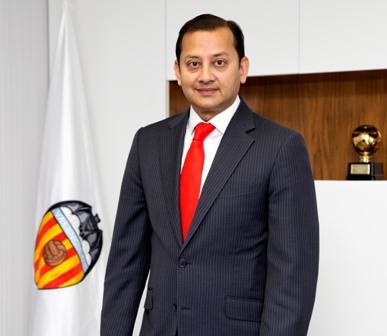 ¿Cuánto mide Anil Murthy? - Real height Anil-Murthy-CREDIT-L%C3%A1zaro-de-la-Pe%C3%B1a-Valencia-CF-1